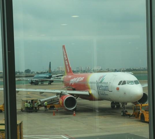 Đèn chiếu laze uy hiếp hàng loạt chuyến bay ở Nội Bài - ảnh 1