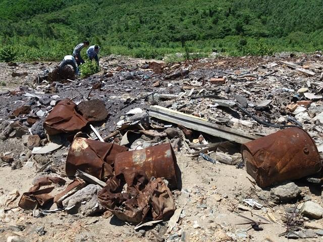 Lại phát hiện hàng tấn chất thải của Formosa chôn ở trang trại - ảnh 4