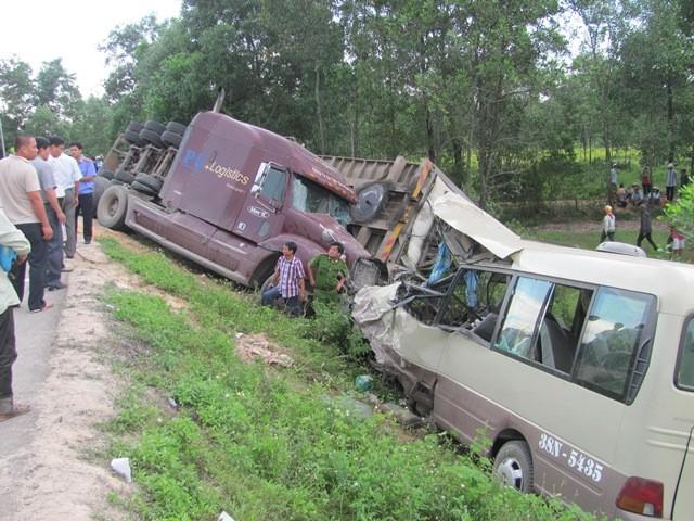 2 ngày lễ, 20 người chết vì tai nạn giao thông - ảnh 1