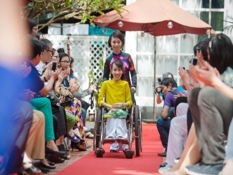 15 người khuyết tật mất việc kêu cứu Phó Thủ tướng - ảnh 1