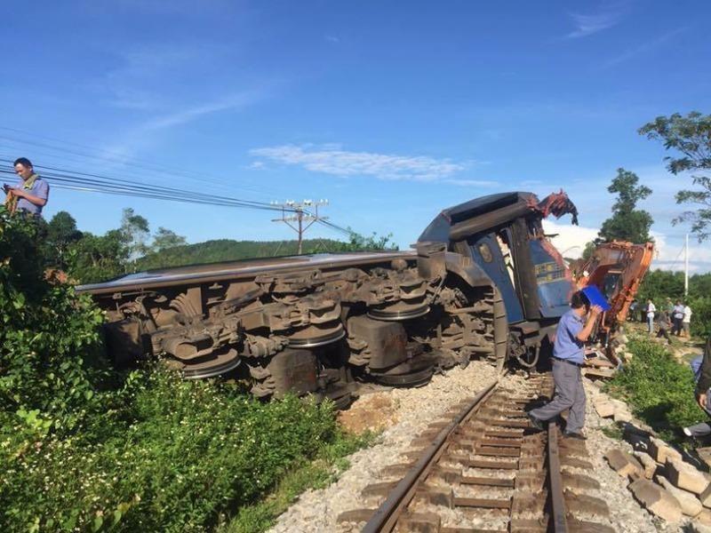 Vụ lật tàu SE3: Tài xế máy xúc cố tình vượt đường sắt - ảnh 1