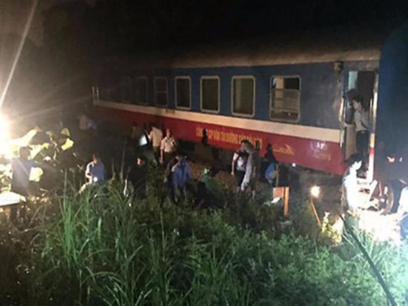 Tàu chở 214 khách trật bánh, đường sắt đang điều tra - ảnh 1
