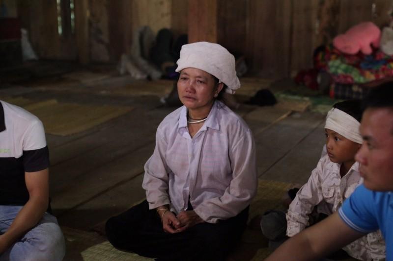 Kẹt ở tâm lũ, hoa hậu Đỗ Mỹ Linh làm từ thiện - ảnh 5