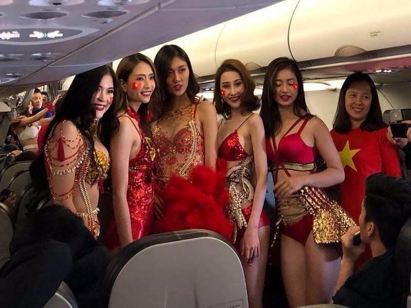 Diễn bikini trên máy bay: VietJet bị phạt 40 triệu đồng - ảnh 1