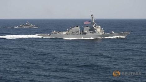 Việt Nam ra tuyên bố về việc Hoa Kỳ đưa tàu khu trục tuần tra Biển Đông - ảnh 1