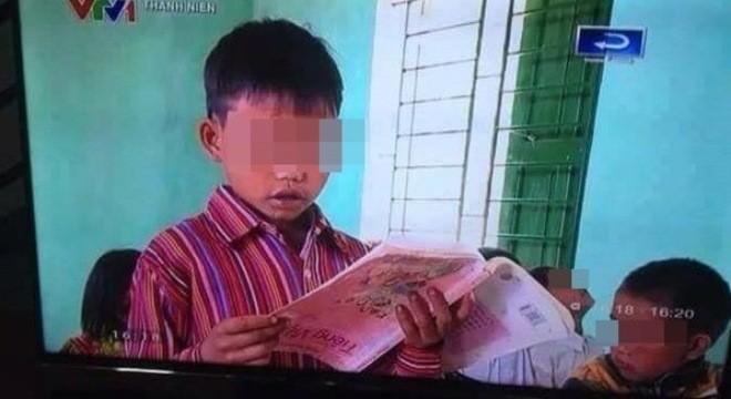Vụ đọc sách ngược: Do bìa sách bị dán ngược - ảnh 1