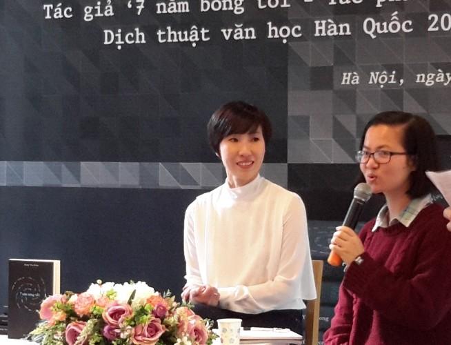Nữ nhà văn Hàn Quốc không dám ở Việt Nam vì sợ tăng cân - ảnh 1