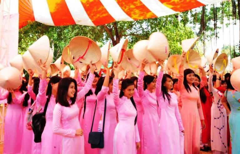 TP.HCM khuyến khích phụ nữ mặc áo dài ngày thường - ảnh 1