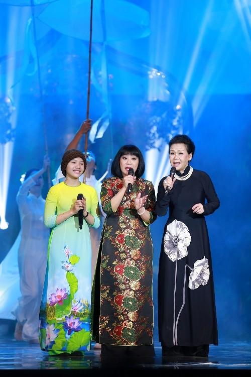 Hồng Nhung đeo kính, che mắt sưng hát nhớ Trịnh 15 năm - ảnh 5