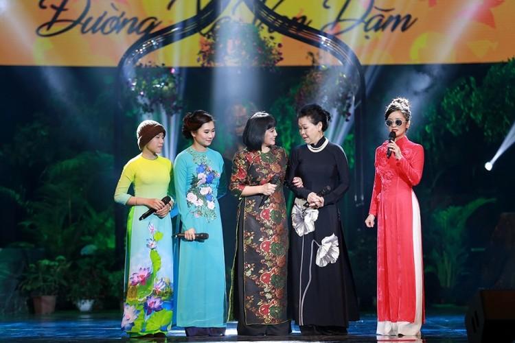 Hồng Nhung đeo kính, che mắt sưng hát nhớ Trịnh 15 năm - ảnh 1