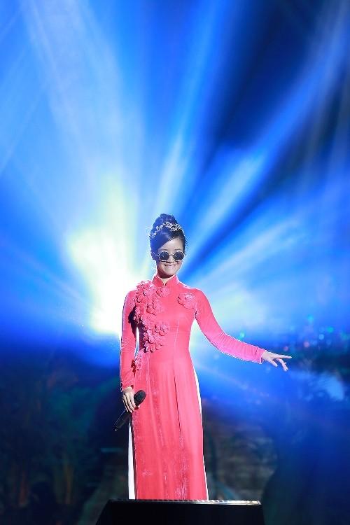 Hồng Nhung đeo kính, che mắt sưng hát nhớ Trịnh 15 năm - ảnh 4