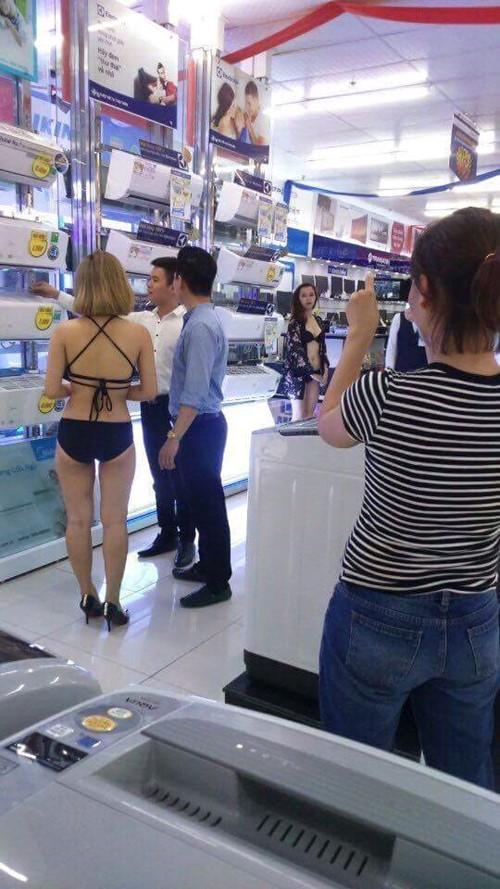 Cho người mẫu mặc bikini bán hàng bị phạt 40 triệu đồng - ảnh 1