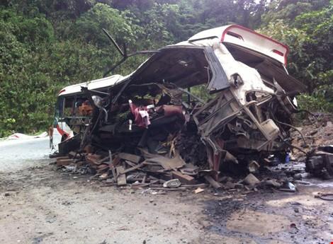Vụ nổ xe khách tại Lào: Tổng lãnh sự quán VN cử cán bộ tới hiện trường - ảnh 1