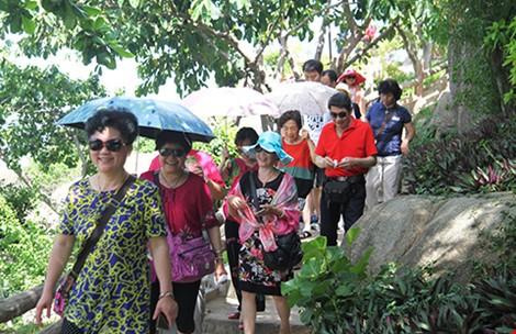 <em>Du khách TQ đông nghẹt tại một điểm du lịch ở Nha Trang.