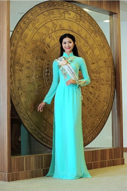 Thí sinh Hoa hậu bản sắc Việt đẹp nền nã trong trang phục áo dài - ảnh 1