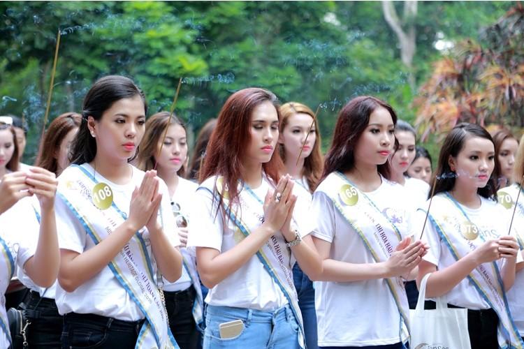 Người đẹp Hoa hậu Bản sắc Việt thích thú với cây ổi 'biết cười' - ảnh 2
