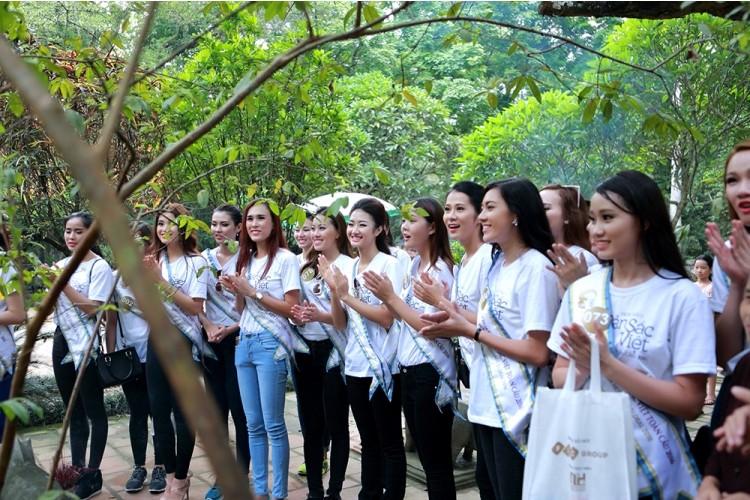 Người đẹp Hoa hậu Bản sắc Việt thích thú với cây ổi 'biết cười' - ảnh 4