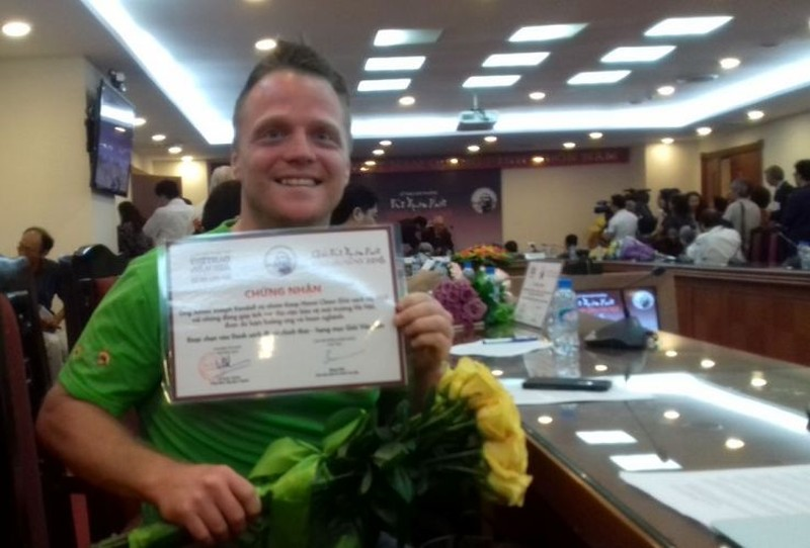Ông Tây dọn rác ở Hà Nội đạt giải Vì tình yêu Hà Nội - ảnh 1