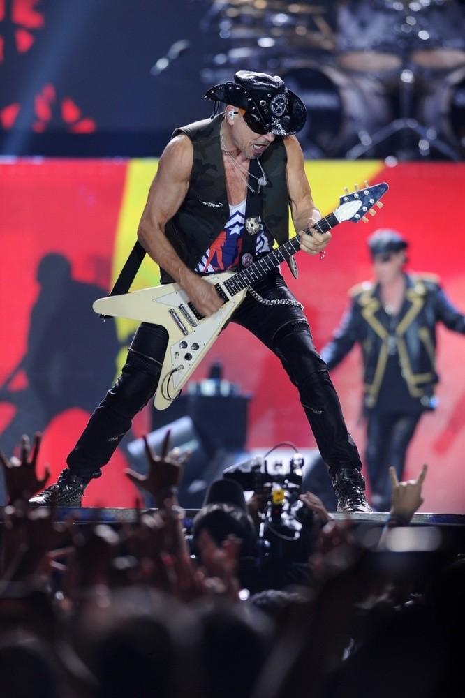 10.000 khán giả cuồng nhiệt với huyền thoại Scorpions - ảnh 5
