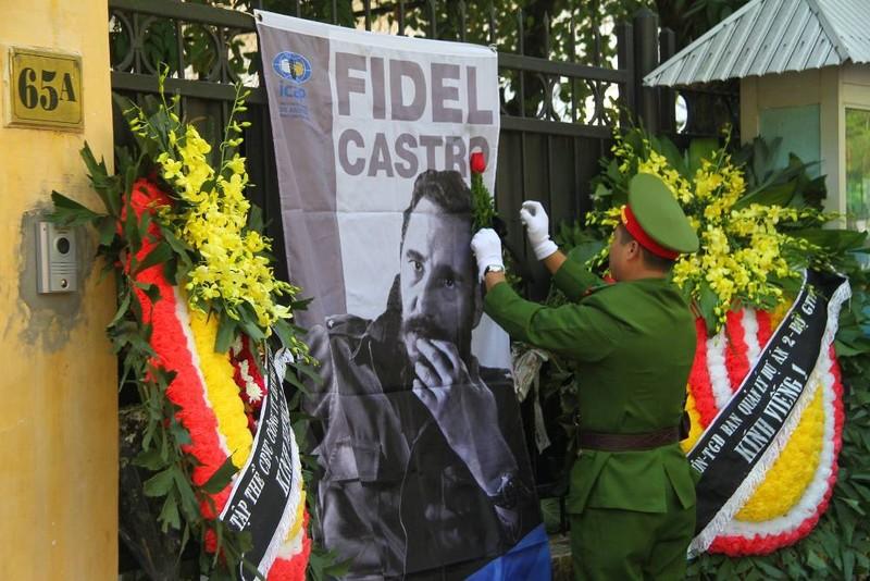Cựu du học sinh Cuba bật khóc khi nhắc đến Fidel Castro - ảnh 7
