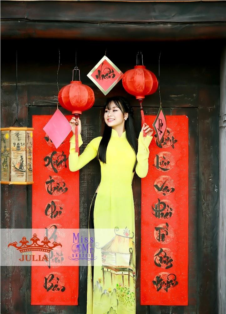 Hoa hậu Mỹ Linh,nghệ sĩ Xuân Bắc chấm thi SV thanh lịch - ảnh 1