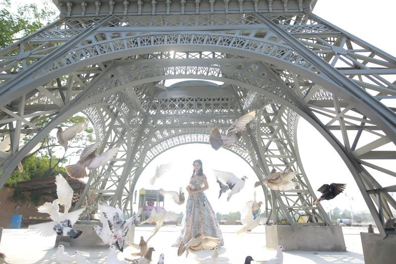 Dạo bước đại lộ ngôi sao, ngắm tháp Eiffel trên đất Bắc - ảnh 4