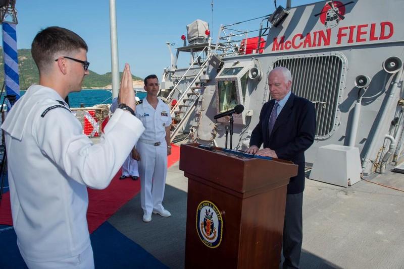 Tàu khu trục của Hoa Kỳ dừng tại Cam Ranh - ảnh 2