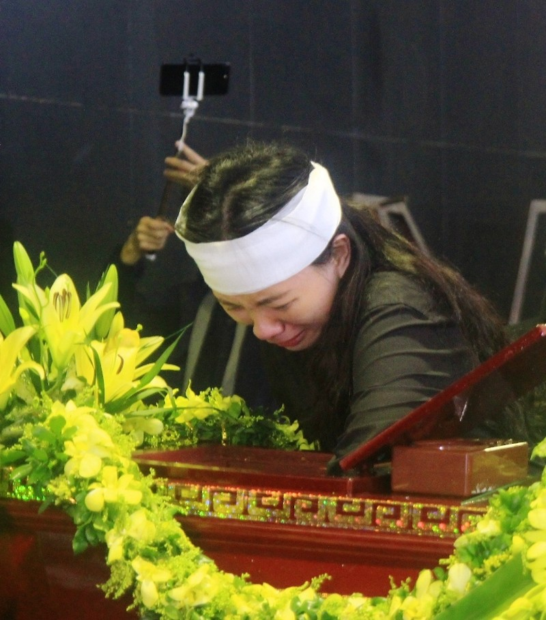 Tiếng khóc nghẹn ở lễ tang nhà giáo Văn Như Cương - ảnh 5