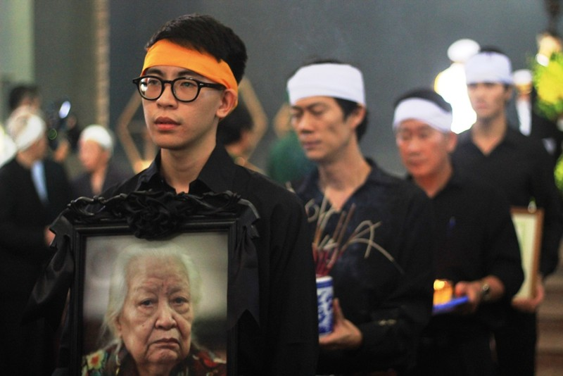 Gia đình cụ Hoàng Thị Minh Hồ tặng lại tiền phúng điếu - ảnh 7