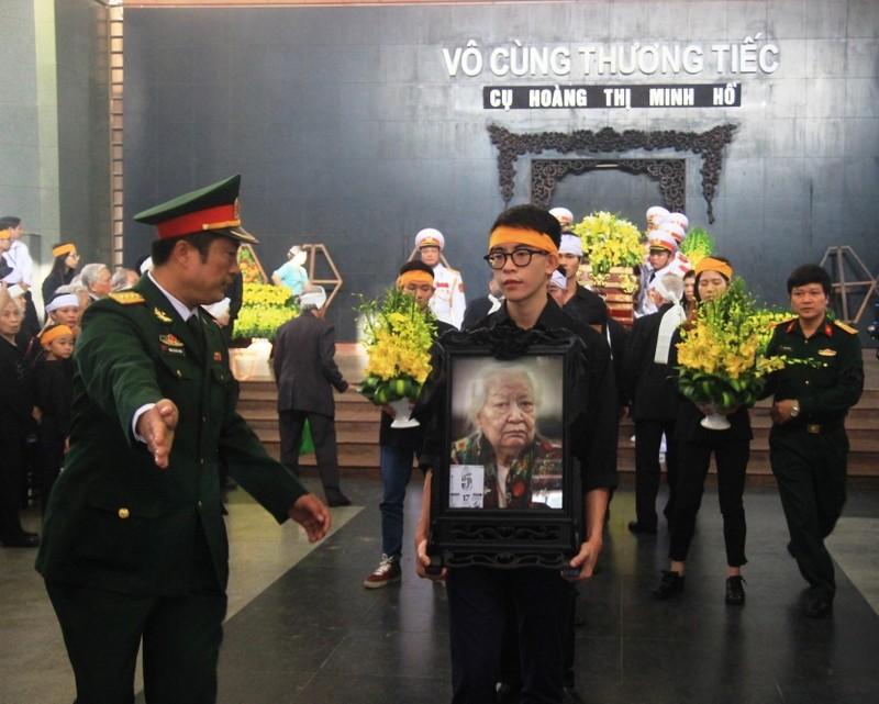 Gia đình cụ Hoàng Thị Minh Hồ tặng lại tiền phúng điếu - ảnh 8