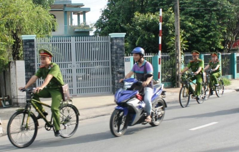 Cảnh sát khu vực đi tuần bằng xe đạp - ảnh 2