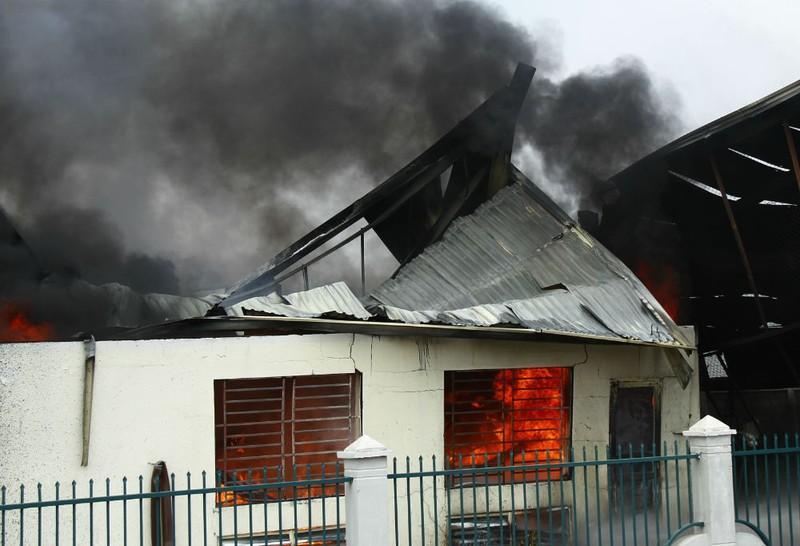 Cháy nổ dữ dội tại công ty hóa chất  - ảnh 1