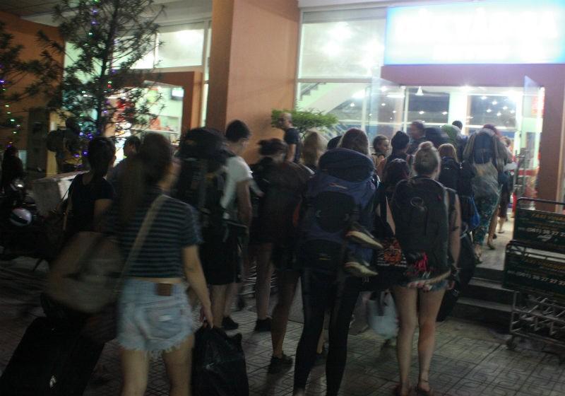 Vụ sập cầu Ghềnh: Ga Biên Hòa đang quá tải - ảnh 1