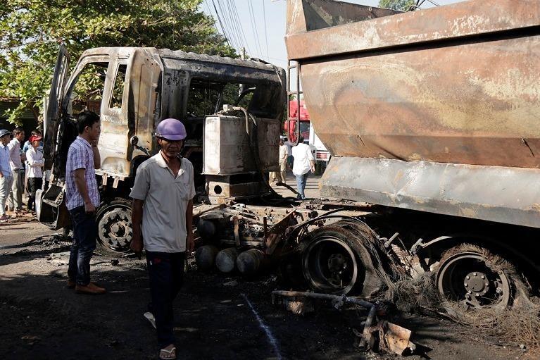 Hiện trường vụ tai nạn dẫn tới cháy nổ khiến hai người tử vong