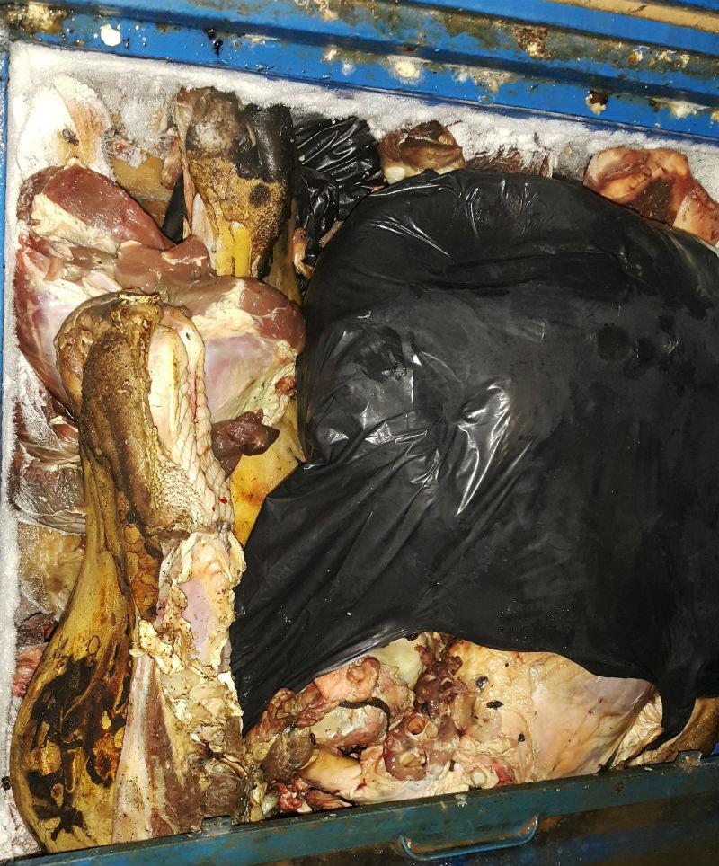 Bắt cơ sở chứa hóa chất nghi dùng biến thịt hư thành đỏ tươi - ảnh 1