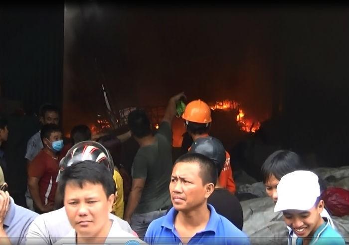 Cháy cực lớn công ty phế liệu, hàng trăm người nháo nhào tháo chạy - ảnh 2