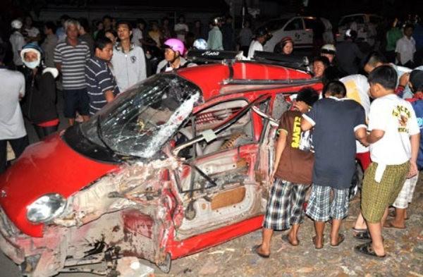 Chiếc ô tô trong vụ tai nạn Cầu Ghềnh năm 2011. Ảnh: Vũ Hội