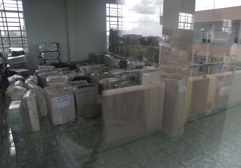 Bắt 1 container hàng điện tử lậu từ Campuchia - ảnh 1