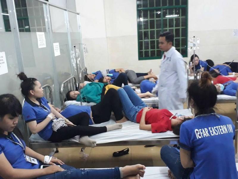 Hàng trăm công nhân nghi bị ngộ độc sau bữa ăn chiều - ảnh 1