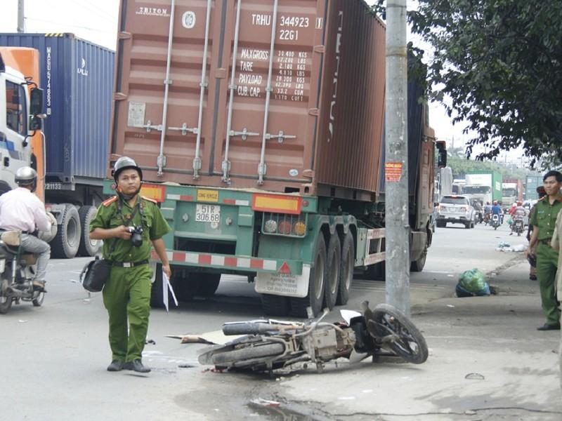 Người đàn ông 39 tuổi bị container cán tử vong - ảnh 1