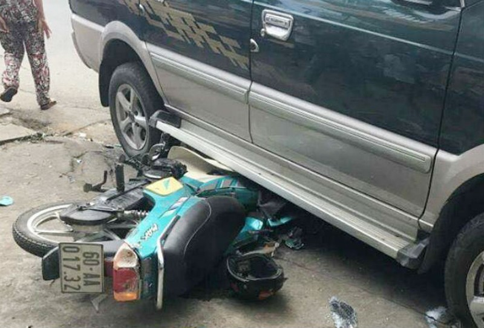 Ô tô gây tai nạn liên hoàn, 3 người bị thương - ảnh 1
