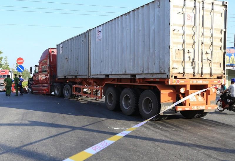 Xe khách đầu đầu container, 10 người bị thương nặng - ảnh 3