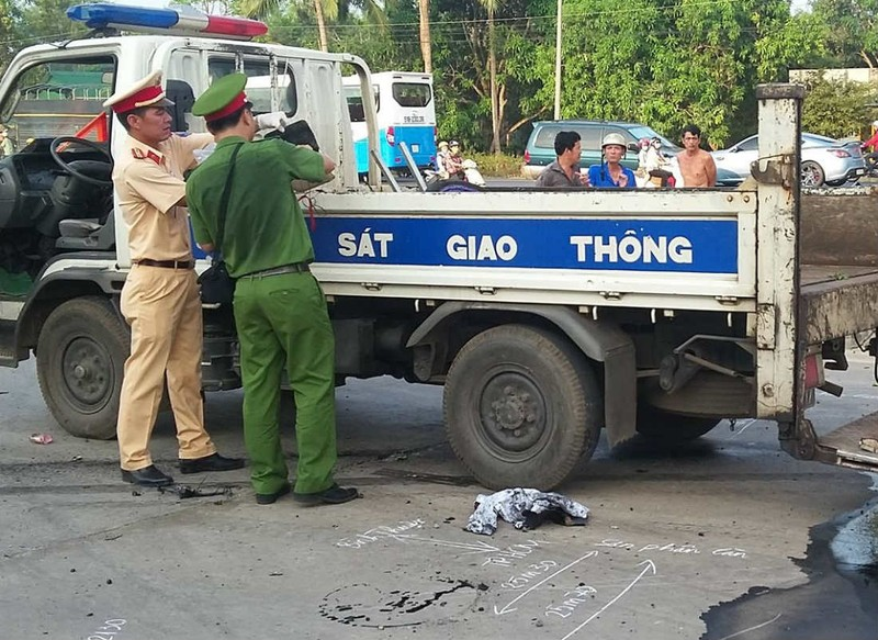 Đôi nam nữ bị xe tải tông tử vong  - ảnh 1