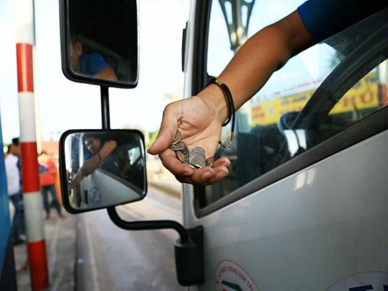 Tài xế dùng tiền lẻ mua vé phản đối BOT tránh Biên Hòa - ảnh 1