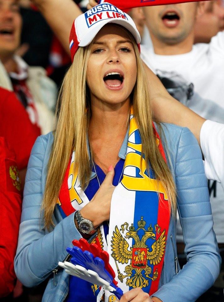 Những bóng hồng đốt cháy khán đài Euro 2016 - ảnh 4