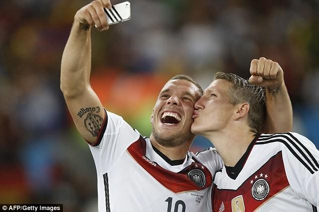 Lukas Podolski rụt rè quyết định tương lai - ảnh 3