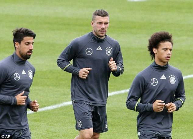 Lukas Podolski rụt rè quyết định tương lai - ảnh 2