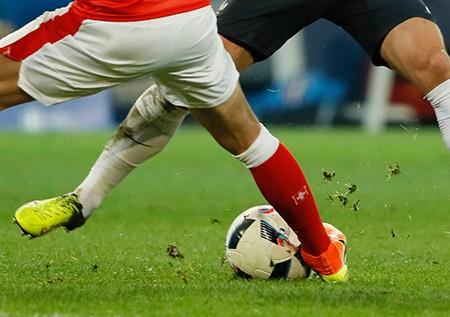 Áo rách, bóng xì trong trận Pháp gặp Thụy Sĩ - ảnh 5