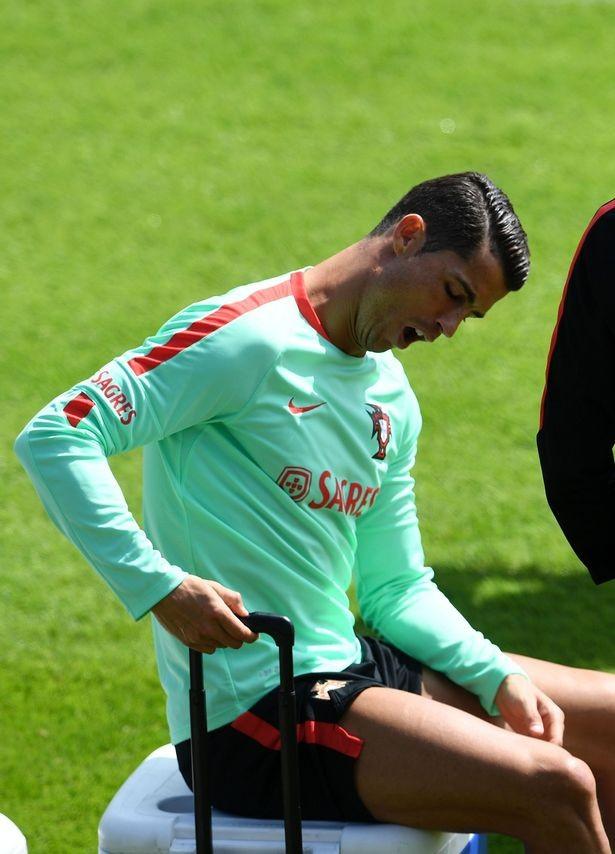 Cristiano Ronaldo suy sụp vì đá hỏng penalty trong trận gặp Áo - ảnh 4