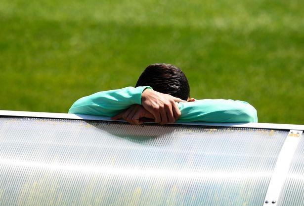 Cristiano Ronaldo suy sụp vì đá hỏng penalty trong trận gặp Áo - ảnh 3